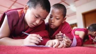 Co je nového umalých mnichů vBhútánu