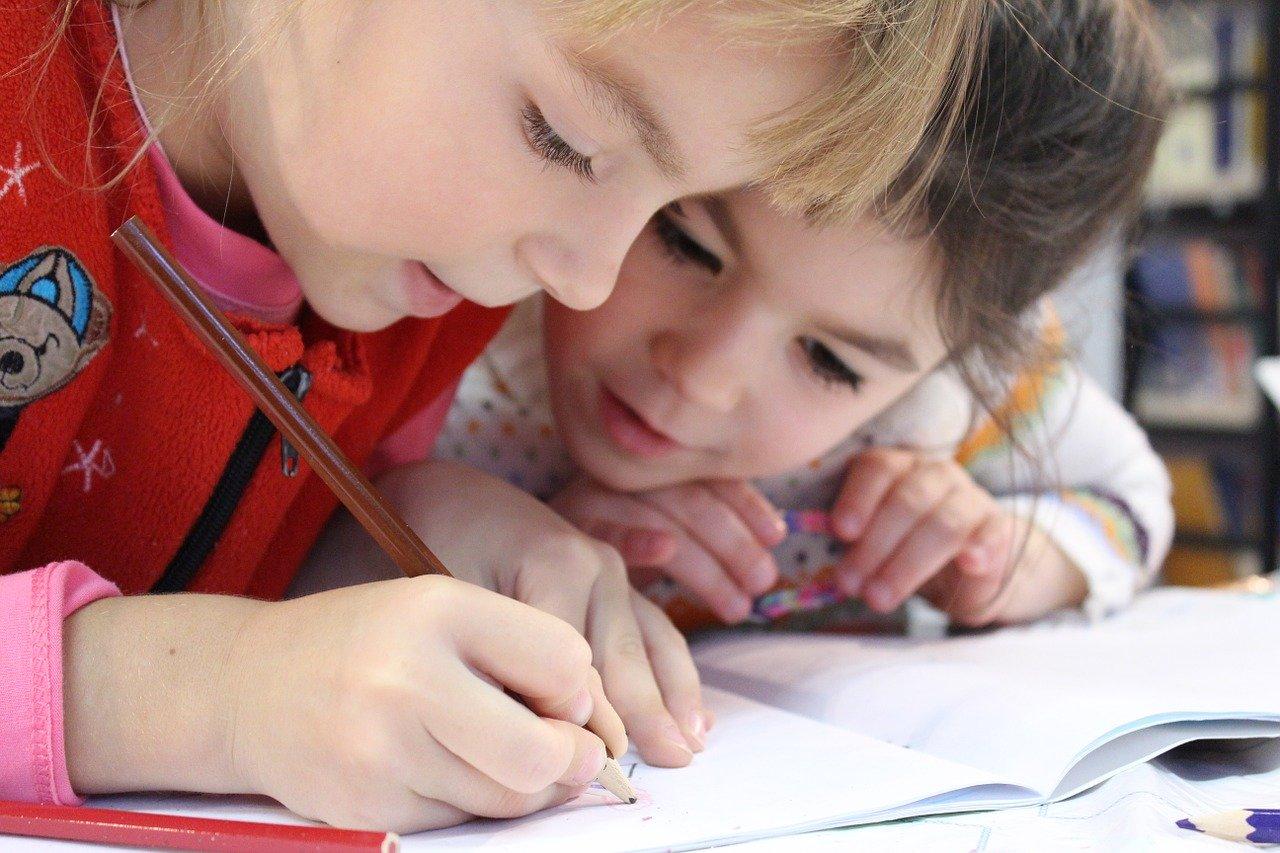 Nouzový stav: děti se doma učí více, přesto se naučí méně