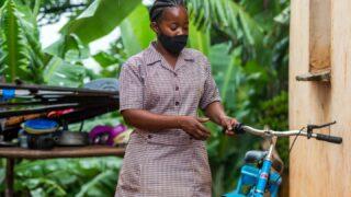 Jízdní kola od UNICEF pomáhají zdravotníkům vZimbabwe
