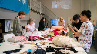Přední české manažerky šily panenky pro UNICEF